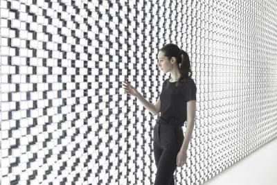 Wall-of-the-sun-closeup-Tokujin-Yoshioka-LG-OLED-img_assist-400x267.jpg
