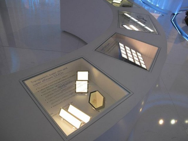 Philips-OLED-panels-at-LB-2012-2.preview