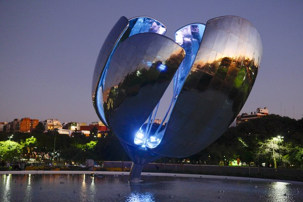 RGB LED lights installed in Floralis Genérica1